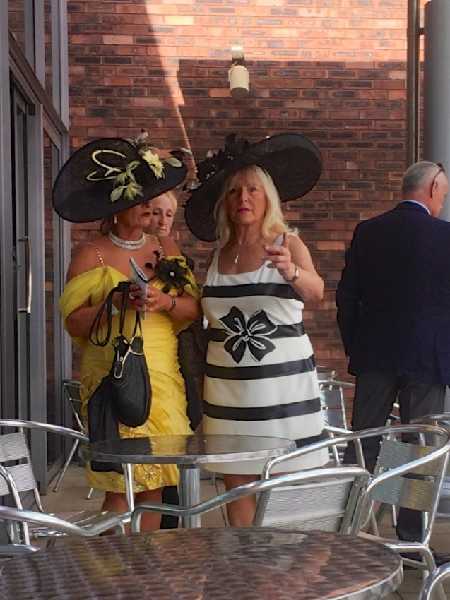 #peoplewatching #ladiesday 728