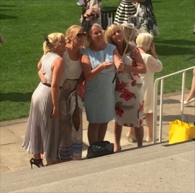 #peoplewatching #ladiesday 732