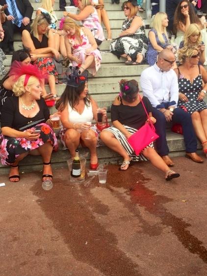 #peoplewatching #ladiesday 749