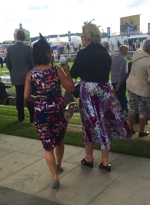 #peoplewatching #ladiesday 763